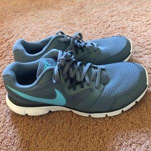 NEW Nike Running Shoe size 10.  Women's. Gray